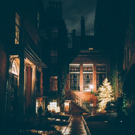 boston-entryway-christmas-SQ