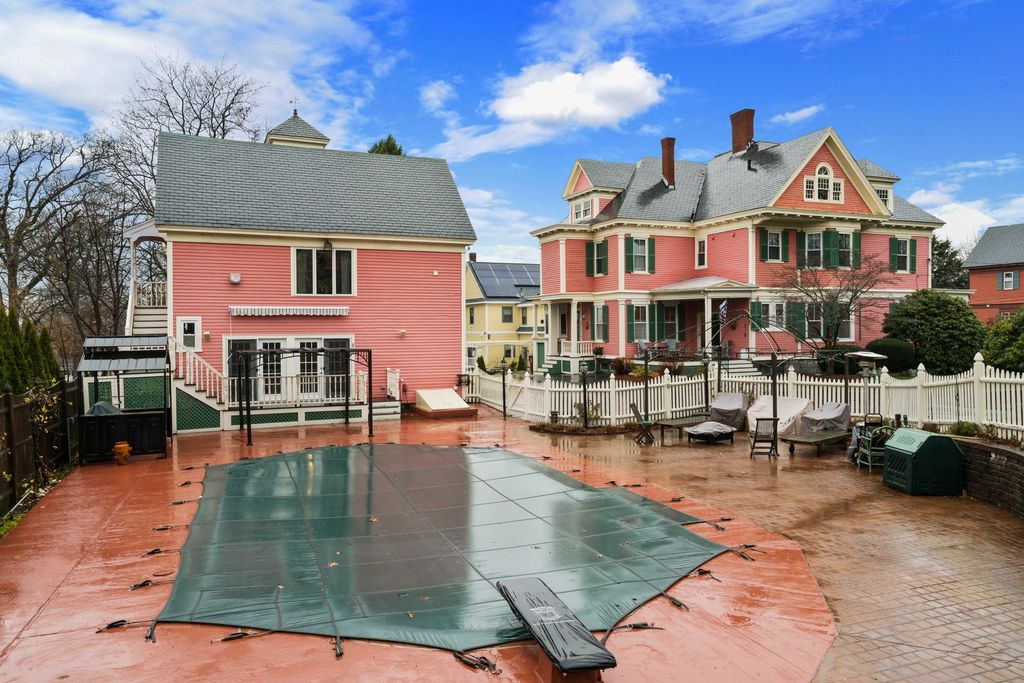 pink house lowell