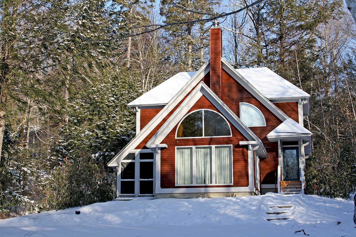 Five ski houses for sale in vermont boston magazine for Vermont home insurance
