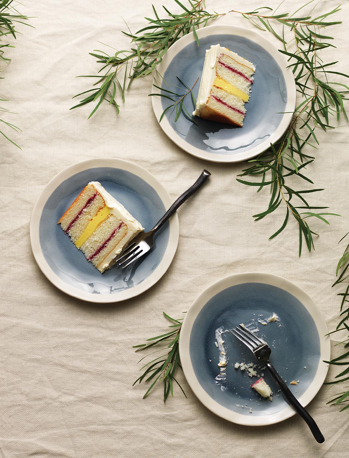 wedding cakes flowers pairings