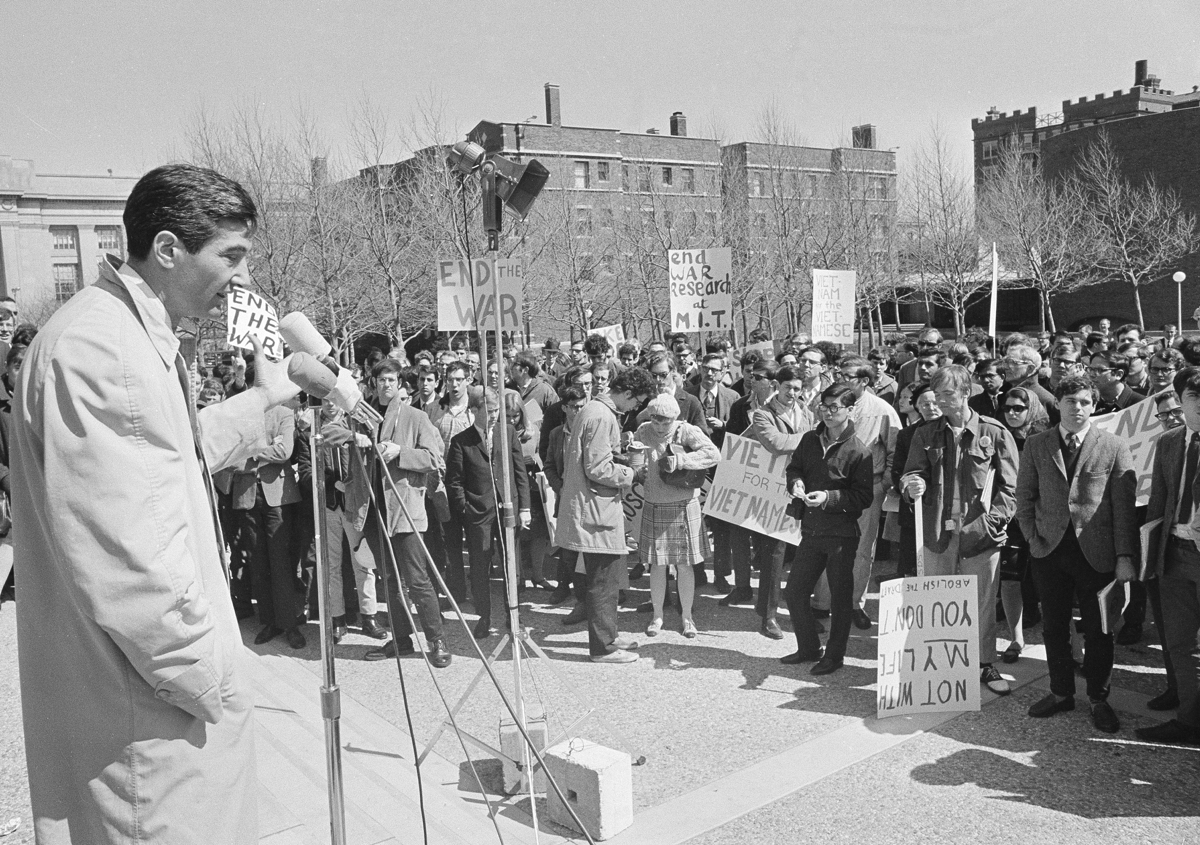 a reaction to howard zinns writings about vietnam Michael kazin: although zinn was a hero of the left, he did not do  wrote an  eloquent book arguing for us withdrawal from vietnam, and.
