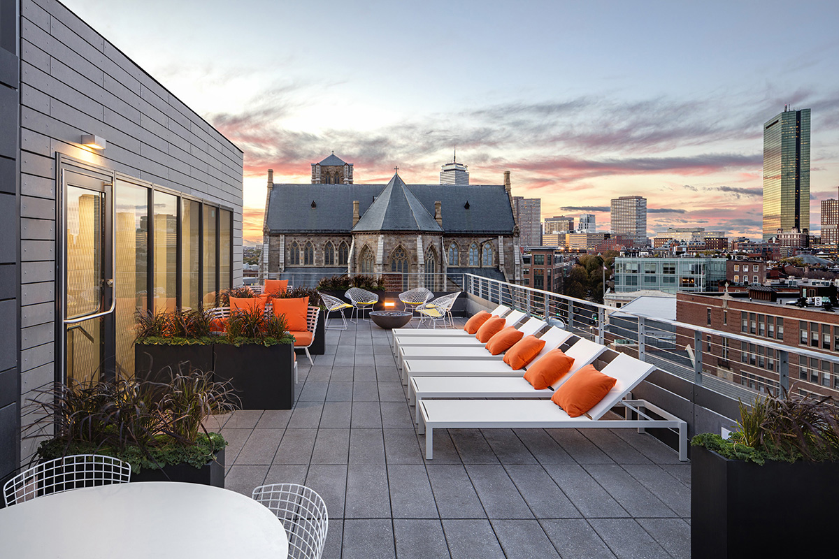 Eight residential buildings with amazing roof decks for Top deck roofing