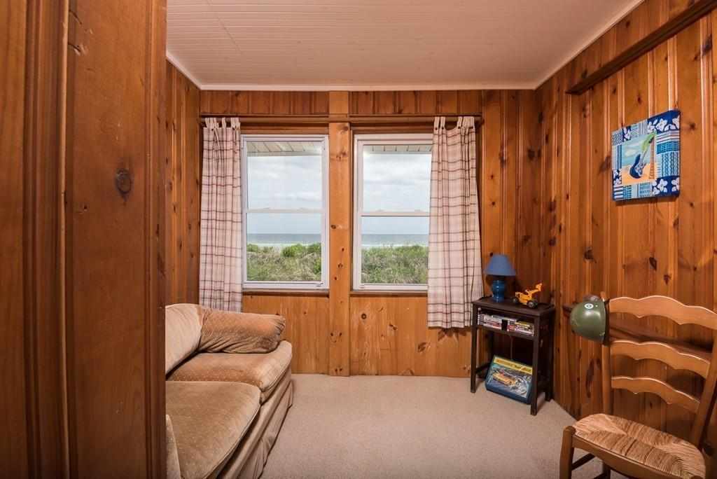 On the Market: A Sizable Beach House in Hull