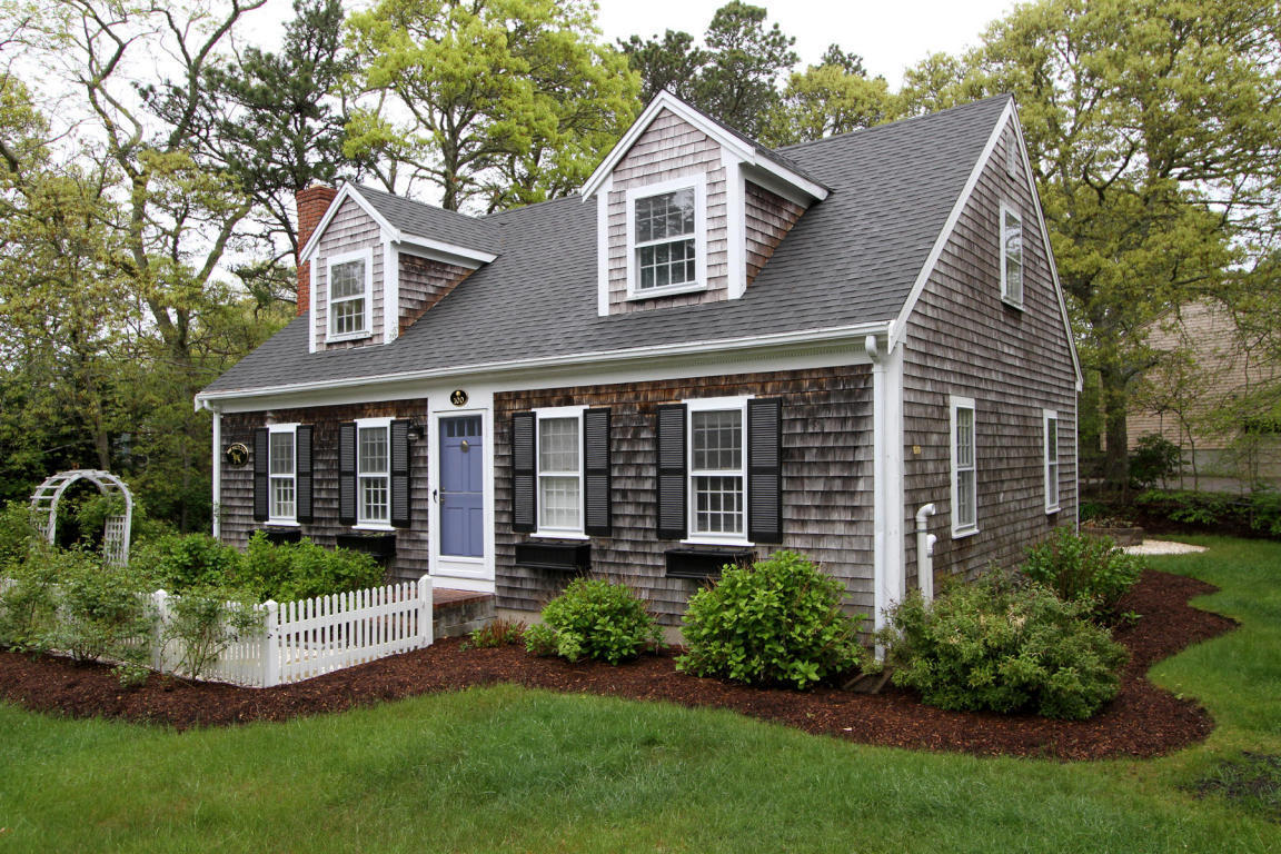 What is a cape cod house best family rooms design for Cape cod beach homes for sale