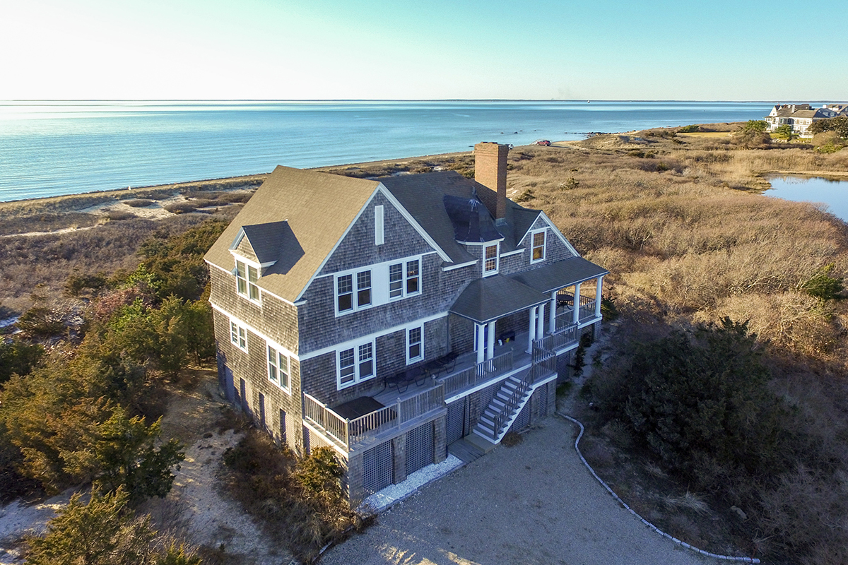 10 jaw dropping new england vacation homes boston magazine for Cape cod beach homes