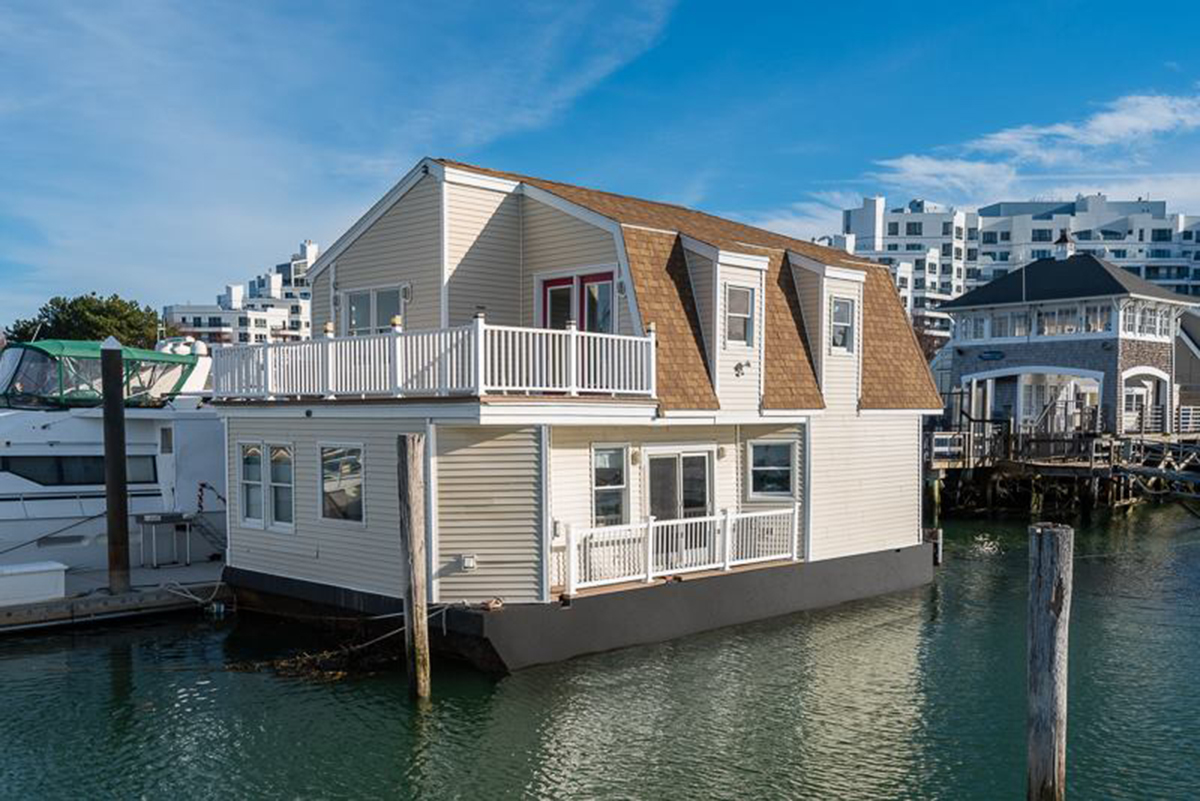 Floating permanent houses? (Lowes, water tank, tanks ...