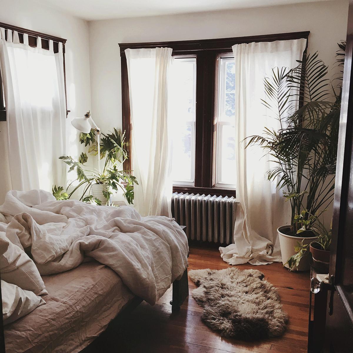 House tour a cozy minimalist apartment in jamaica plain for Minimalist home tour