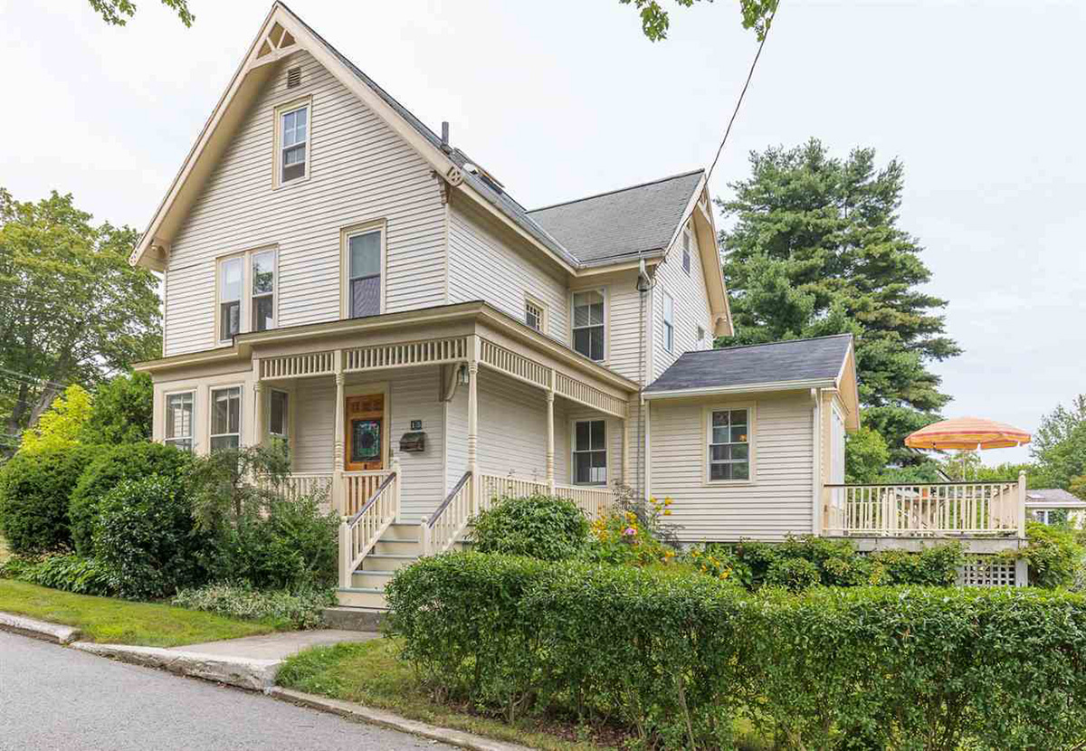 Three beautiful homes for sale on the seacoast boston for Beautiful homes for sale