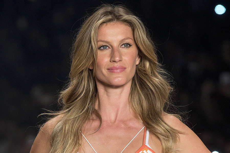 Gisele Bundchen Represents Older Women in New Versace Ad ... Gisele Bundchen