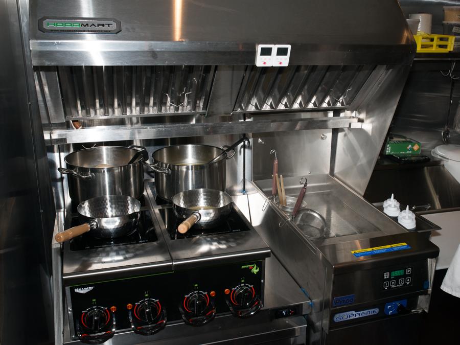 The stove at Oisa Ramen Slurp & Go