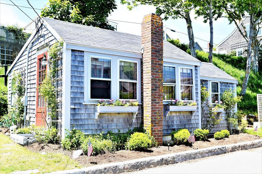 On the Market: A Costly Cottage on Nantucket Nantucket Style House Plans Sq Ft on